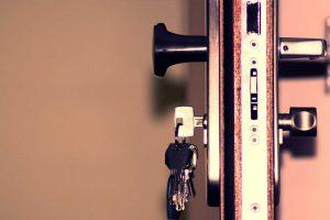 مغزی قفل و دستگیره درب خانه را چگونه تعویض کنیم؟